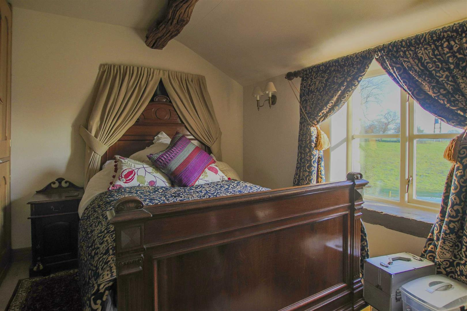 3 Bedroom Semi-detached House For Sale - p038856_23.jpg